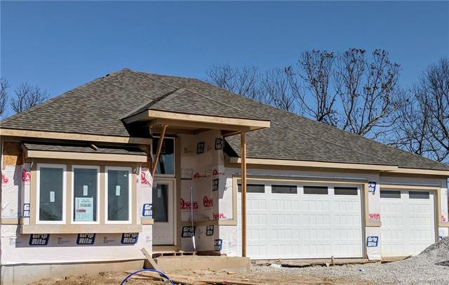 7245 NW Forest Lakes Drive, Parkville, MO 64152 (#2094827) :: The Gunselman Team