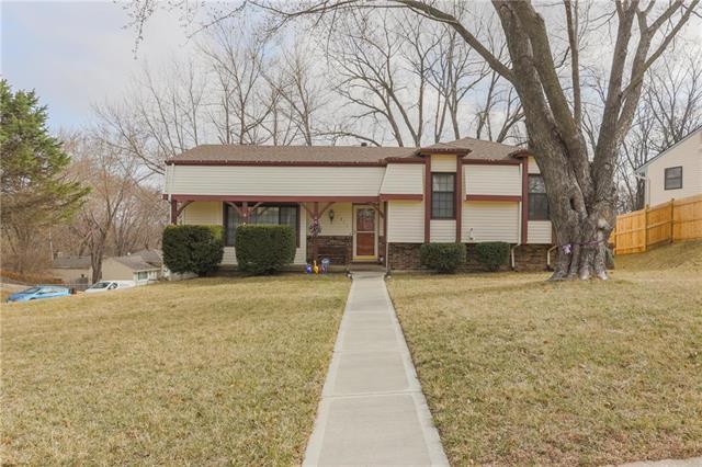 4841 Fisk Avenue, Kansas City, MO 64152 (#2094886) :: Tradition Home Group