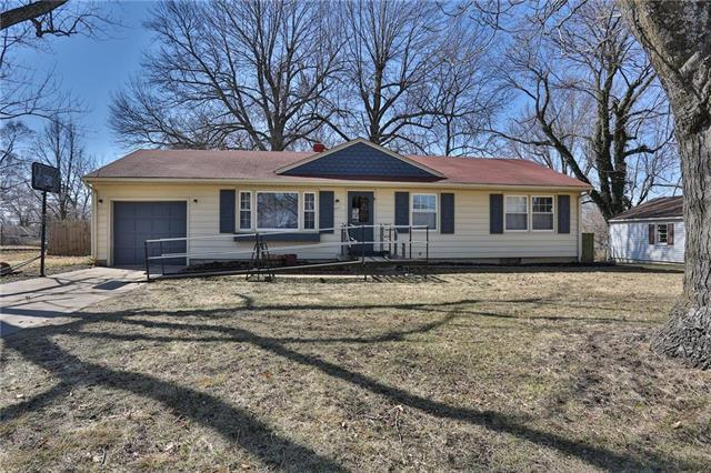705 Lexington Road, Pleasant Hill, MO 64080 (#2094926) :: Edie Waters Team
