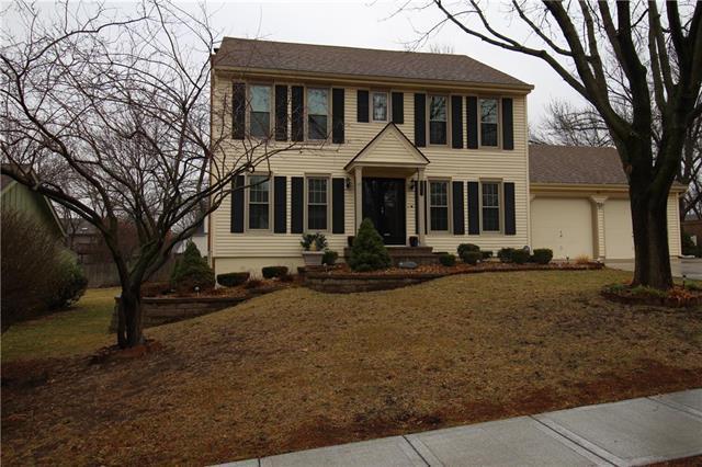 7933 Oakview Drive, Lenexa, KS 66215 (#2094967) :: Tradition Home Group