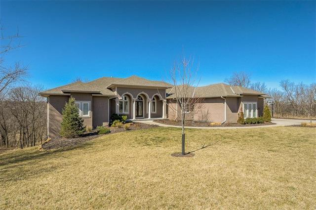 6930 NW White Pine Circle, Parkville, MO 64152 (#2094980) :: Tradition Home Group