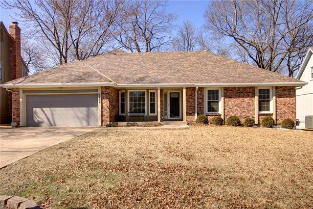 6604 Parkhill Drive, Shawnee, KS 66216 (#2094996) :: Tradition Home Group