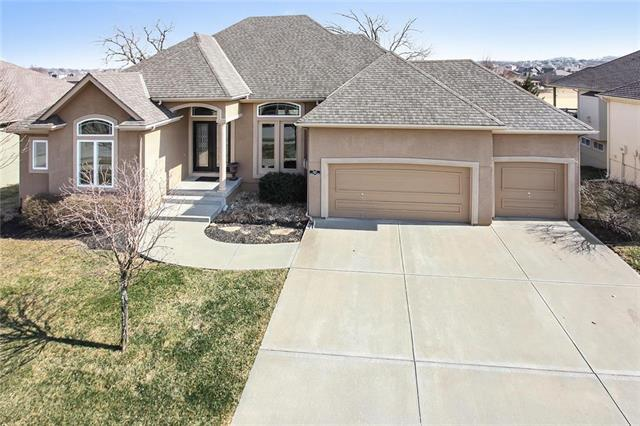 1313 Cross Creek Drive, Raymore, MO 64083 (#2095051) :: Char MacCallum Real Estate Group
