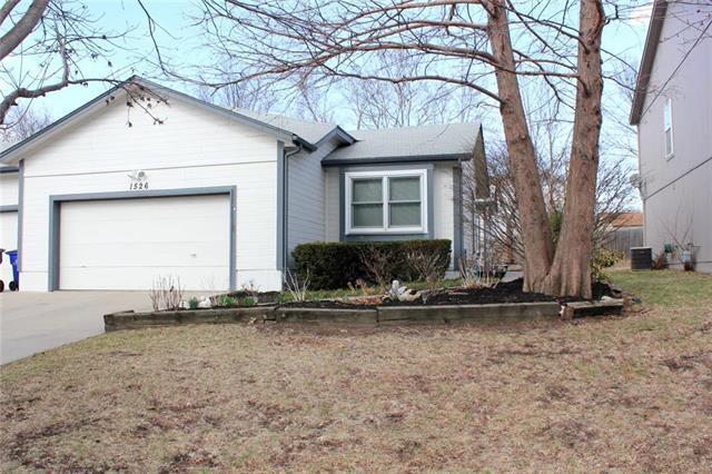 1526 E 123RD Terrace, Olathe, KS 66061 (#2095076) :: Tradition Home Group