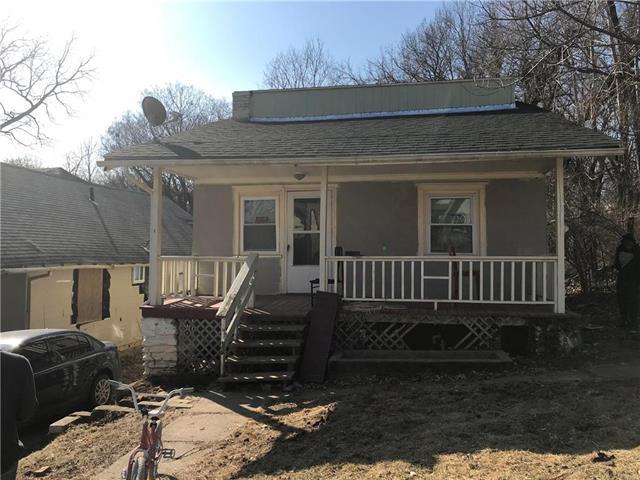 2031 E 48TH Terrace, Kansas City, MO 64109 (#2095323) :: Edie Waters Network