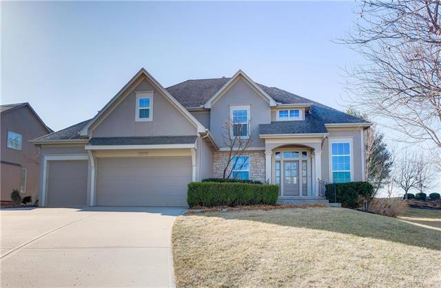 13232 Windsor Street, Leawood, KS 66209 (#2095369) :: Vogel Team