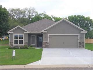 640 SW Crestview Drive, Grain Valley, MO 64029 (#2095387) :: Edie Waters Network