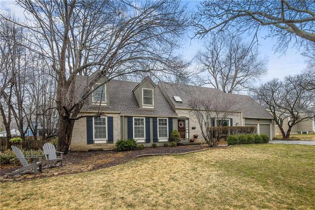 3020 W 81 Terrace, Leawood, KS 66206 (#2095418) :: Edie Waters Team