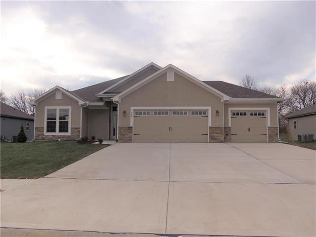 639 SW Crestview Drive, Grain Valley, MO 64029 (#2095421) :: Edie Waters Network