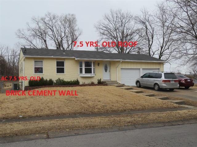 921 N 84TH Drive, Kansas City, KS 66112 (#2095463) :: Edie Waters Team