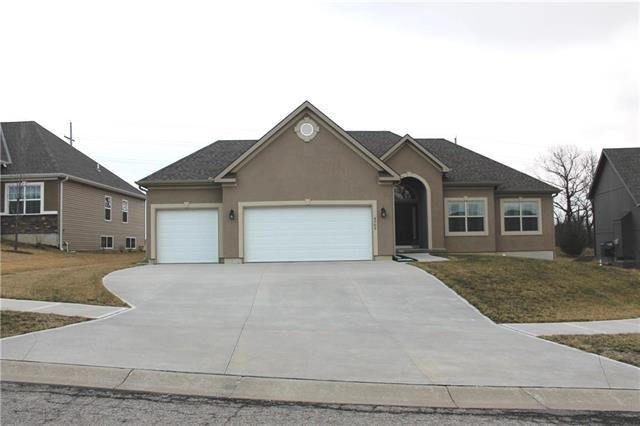 4703 Donnelly Drive, St Joseph, MO 64506 (#2095531) :: Edie Waters Team