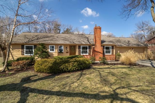 8306 Cherokee Lane, Leawood, KS 66206 (#2095576) :: Edie Waters Team