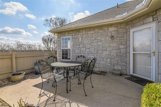13943 Kenneth Court, Leawood, KS 66224 (#2095717) :: Vogel Team