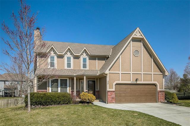 15743 Beverly Street, Overland Park, KS 66223 (#2095740) :: Vogel Team