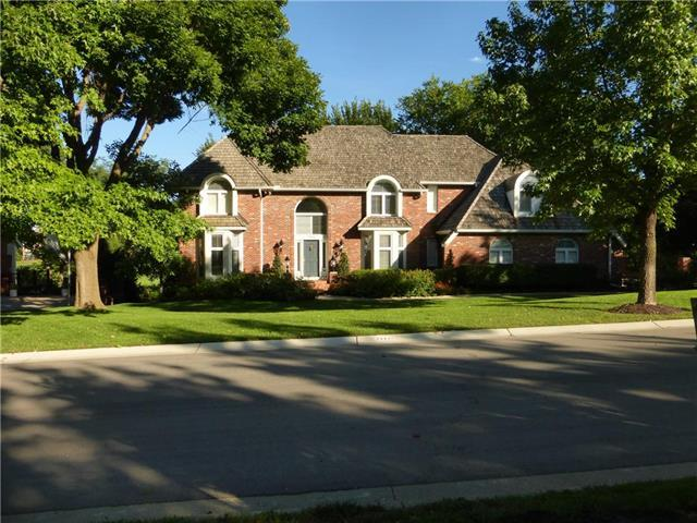 2944 W 118th Terrace, Leawood, KS 66211 (#2095821) :: Char MacCallum Real Estate Group
