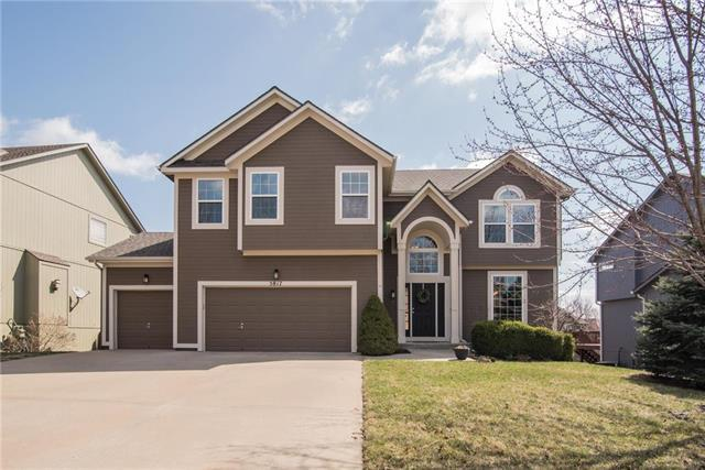 5817 Woodstock Street, Shawnee, KS 66218 (#2095873) :: Edie Waters Team