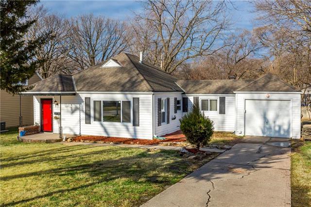 7004 Dearborn Street, Overland Park, KS 66204 (#2095897) :: NestWork Homes