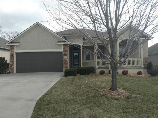 1611 NW Hedgewood Drive, Grain Valley, MO 64029 (#2095905) :: NestWork Homes
