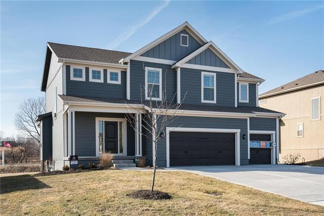 1529 Grandshire Drive, Raymore, MO 64083 (#2096064) :: Edie Waters Network