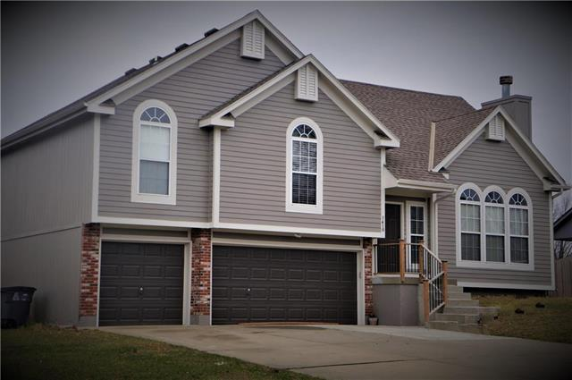 1410 Maple Lane, Pleasant Hill, MO 64080 (#2096075) :: The Gunselman Team
