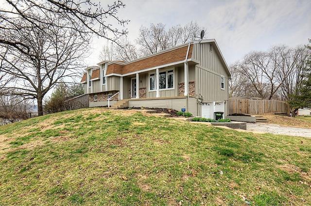4703 N Montrose Avenue, Kansas City, MO 64151 (#2096106) :: Edie Waters Team