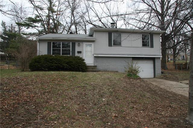7936 NE 53RD Terrace, Kansas City, MO 64119 (#2096109) :: Edie Waters Team