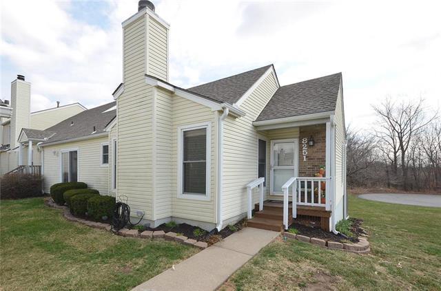 8251 N Revere Street, Kansas City, MO 64151 (#2096166) :: Edie Waters Team