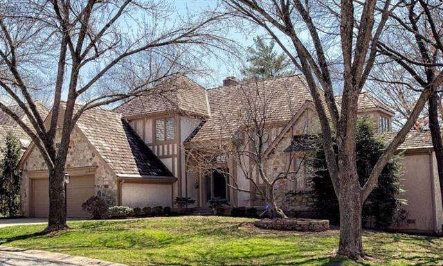 4589 W 124th Place, Leawood, KS 66209 (#2096242) :: Char MacCallum Real Estate Group
