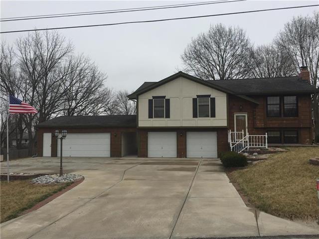 8929 N Main Street, Kansas City, MO 64155 (#2096246) :: Dani Beyer Real Estate
