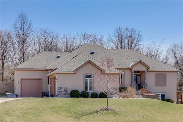 4804 SW Marguerite Street, Blue Springs, MO 64015 (#2096658) :: The Shannon Lyon Group - ReeceNichols