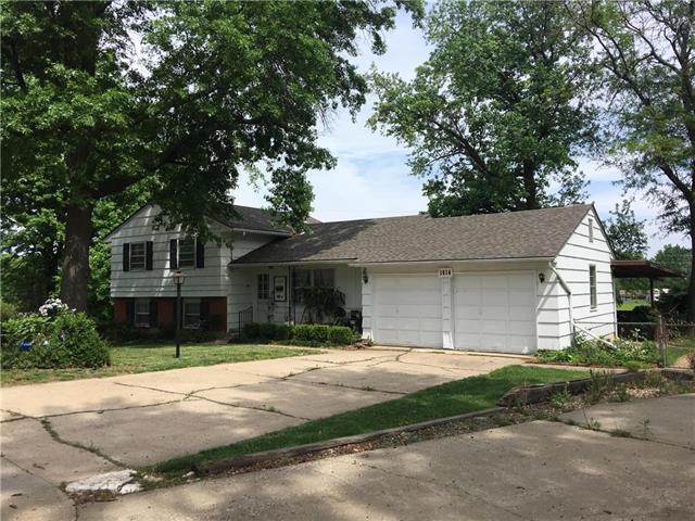 1614 NE Northaven Drive, Kansas City, MO 64118 (#2097468) :: Edie Waters Network