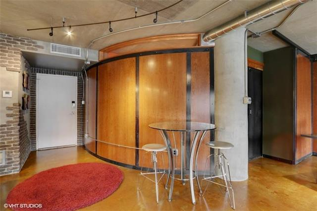 4740 Roanoke Parkway #102, Kansas City, MO 64112 (#2097689) :: Char MacCallum Real Estate Group