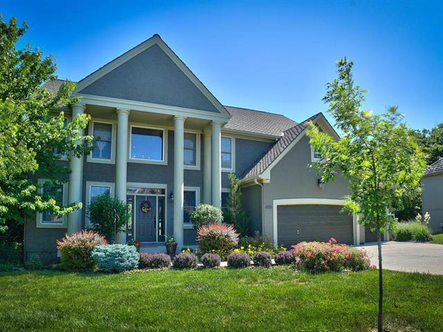 6245 Northlake Drive, Parkville, MO 64152 (#2097918) :: Tradition Home Group