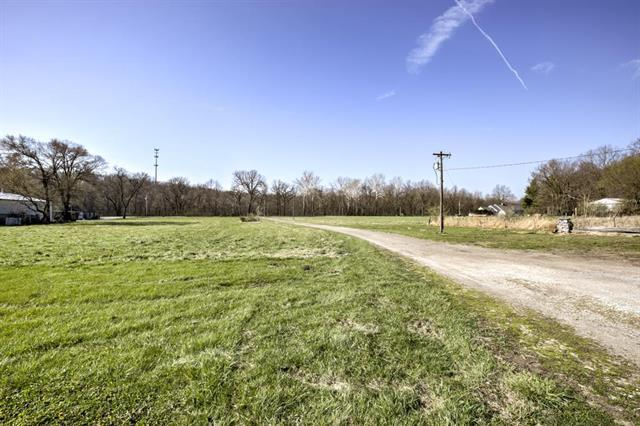 13706 Little Blue Road, Kansas City, MO 64133 (#2097970) :: The Gunselman Team