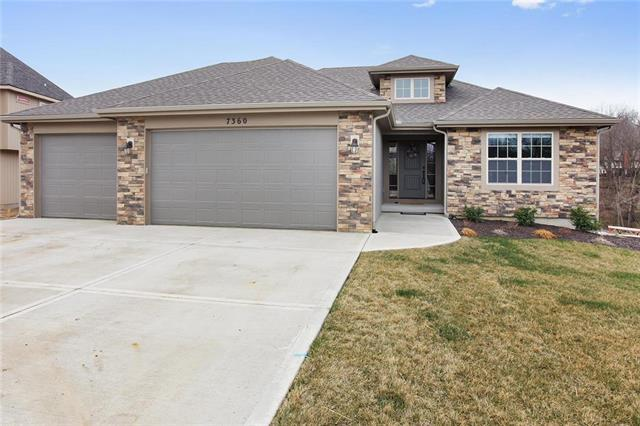 7360 NW Forest Lakes Drive, Parkville, MO 64152 (#2098666) :: The Gunselman Team