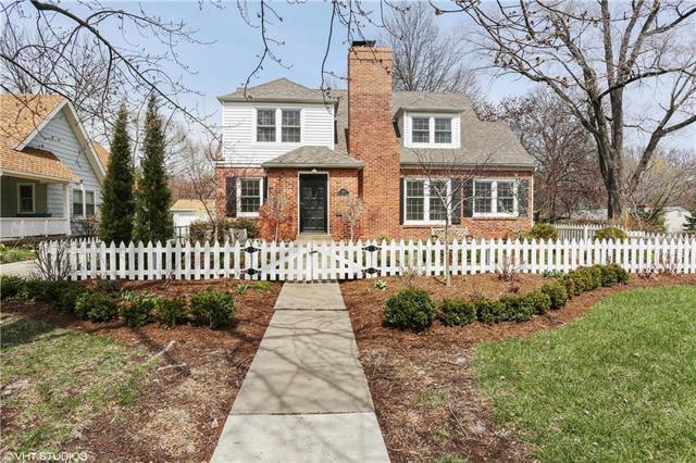 1900 W 74th Street, Prairie Village, KS 66208 (#2099327) :: Char MacCallum Real Estate Group
