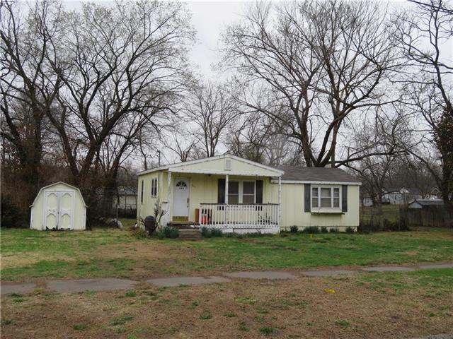 324 Lincoln Street, Osawatomie, KS 66064 (#2099340) :: The Shannon Lyon Group - ReeceNichols