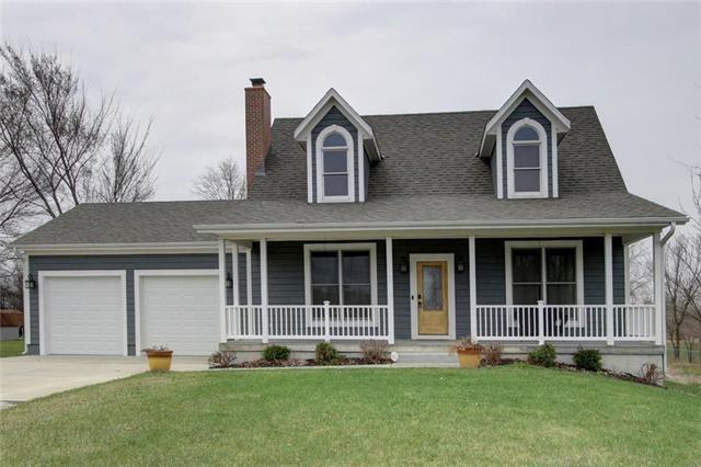 7711 W 197th Street, Stilwell, KS 66085 (#2099532) :: Char MacCallum Real Estate Group