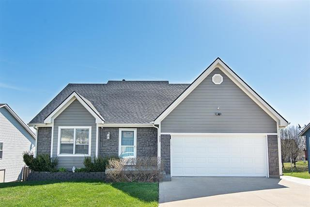 609 High Prairie Place, Tonganoxie, KS 66086 (#2099670) :: The Gunselman Team