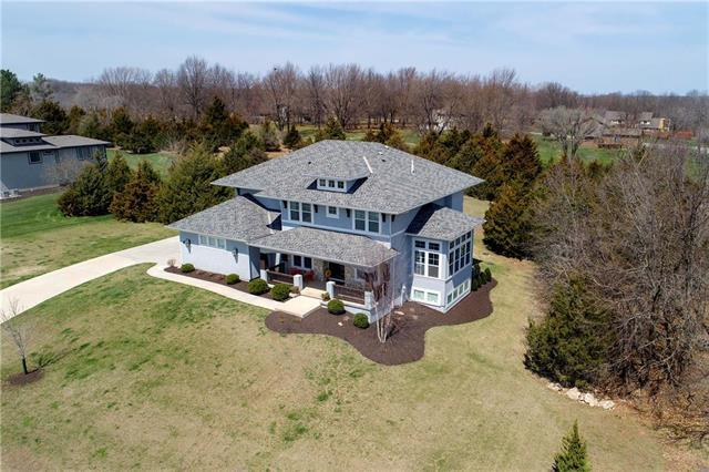 3718 W 180th Terrace, Stilwell, KS 66085 (#2099784) :: Char MacCallum Real Estate Group