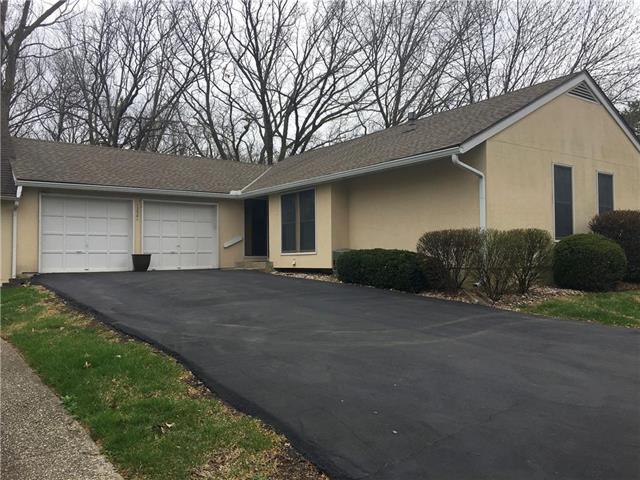 12581 W 108 Terrace, Overland Park, KS 66210 (#2100184) :: NestWork Homes
