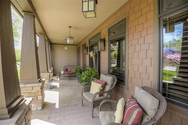9180 Shorewood Drive, Desoto, KS 66018 (#2100274) :: Edie Waters Network