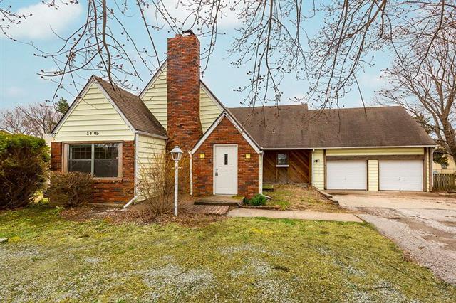 13805 W 62nd Street, Shawnee, KS 66216 (#2100366) :: Char MacCallum Real Estate Group