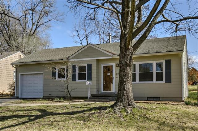 5611 Ash Drive, Roeland Park, KS 66205 (#2100427) :: Char MacCallum Real Estate Group