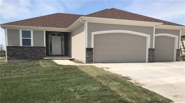 904 Edgewood Drive, Paola, KS 66071 (#2100618) :: Char MacCallum Real Estate Group
