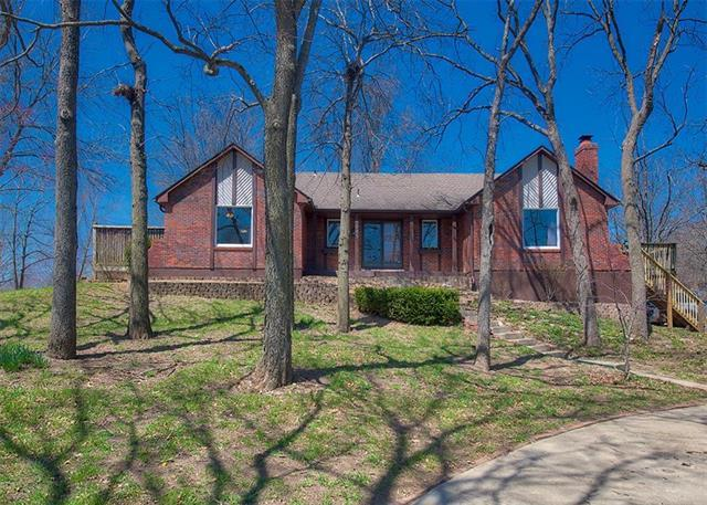 4505 SW Hickory Lane, Blue Springs, MO 64015 (#2100630) :: Edie Waters Network
