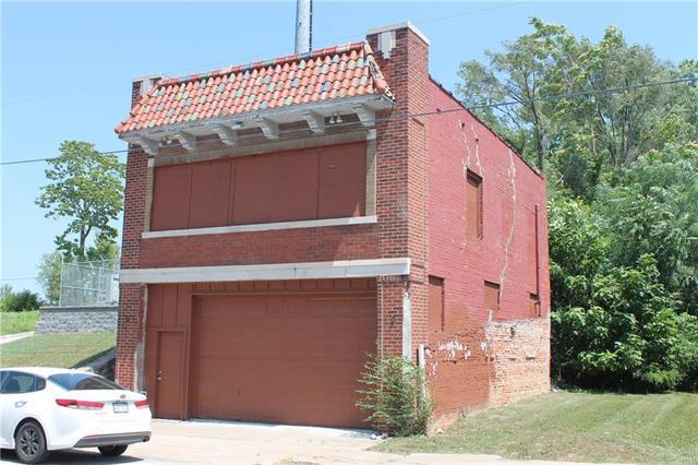 3839 Woodland Avenue, Kansas City, MO 64109 (#2100687) :: The Gunselman Team