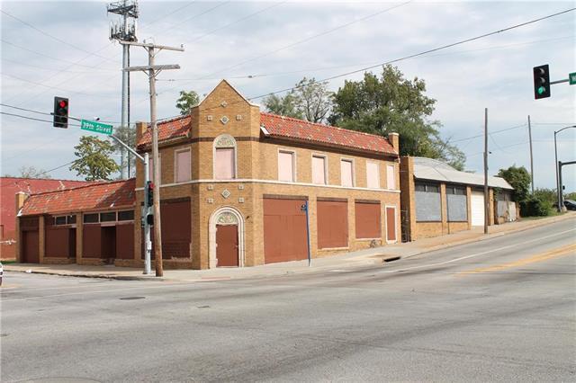 3849 Woodland Avenue, Kansas City, MO 64109 (#2100696) :: The Gunselman Team