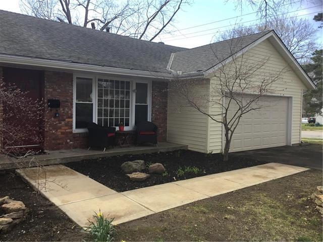 6700 Stearns Street, Shawnee, KS 66203 (#2100723) :: Char MacCallum Real Estate Group