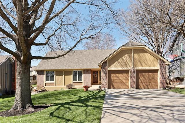 11716 W 102 Terrace, Overland Park, KS 66214 (#2100791) :: Char MacCallum Real Estate Group